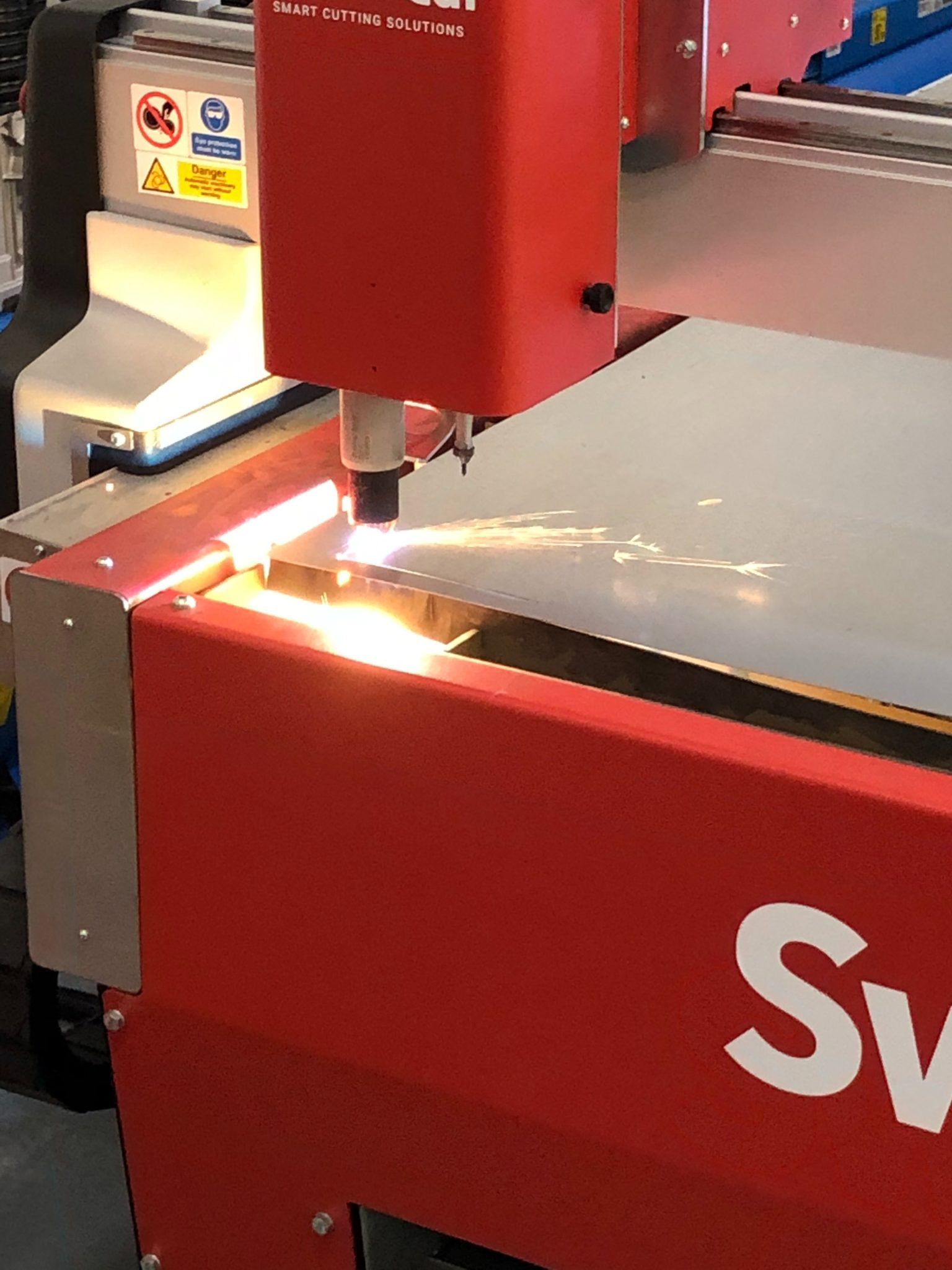 Eagle Fabrications Swift Cutter Swift-Cut Pro Table cutting metal sheet